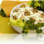 Салат мясной с орехами